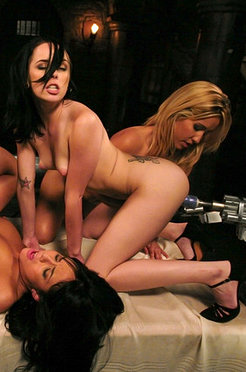Isis love & friends have a pussy licking, fucking machine orgy